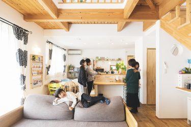 【コラボハウス】子どもたちがのびのび育つ、吹抜けのある自然素材の家 | 前編